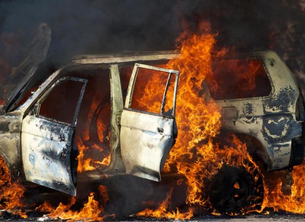 Homem acusado de atear fogo no próprio carro para receber o dinheiro do seguro tem habeas corpus negado
